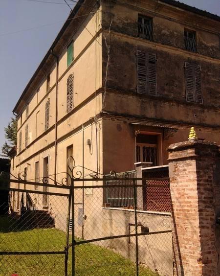 Appartamento da ristrutturare, su più livelli, Ziano Piacentino